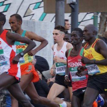 Julien Wanders läuft inmitten der Weltspitze, km 9 bei der Halbmarathon-WM in Valencia
